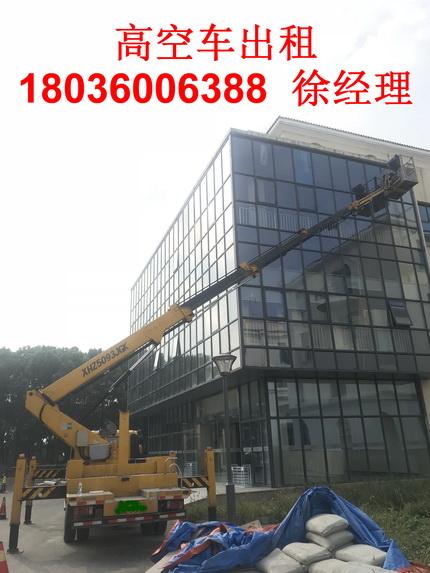 24米高空作业车幕墙玻璃施工